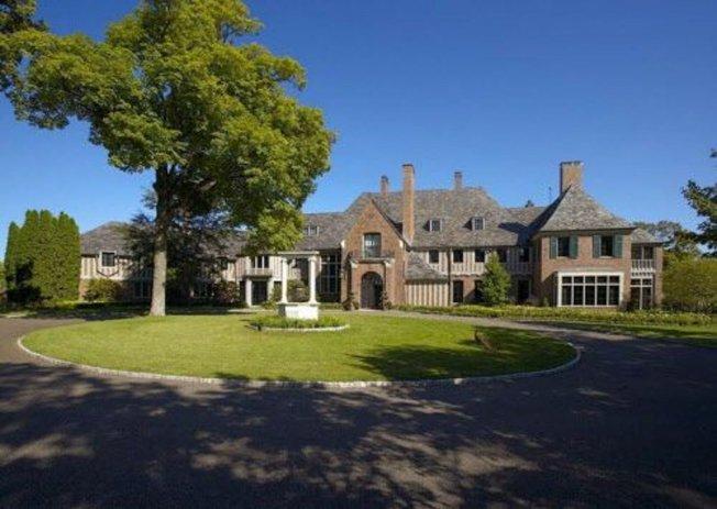 曾喊價5300萬元的皮斯伯利豪宅,求售十年無人問津,在8月最後一周被拆除。(取自推特)