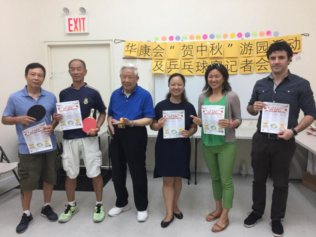 華人健康協會將舉辦「第八屆歡度中秋」活動,右二為陳麗娜。(記者顏潔恩/攝影)