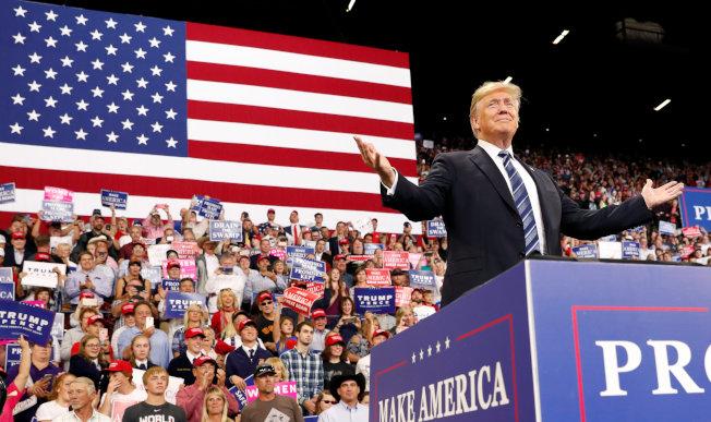 川普在中西部巡迴造勢,重溫2016大選的勝選氣氛。(路透)