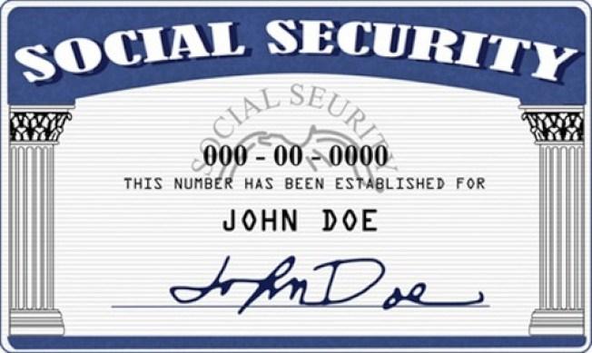 移民執法加強,社安號成為長期居住海外美國公民護照更新的要求文件。(社安署提供)