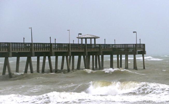 熱帶風暴戈登上周侵襲佛州,造成東佛州沿岸狂風暴雨。(美聯社)