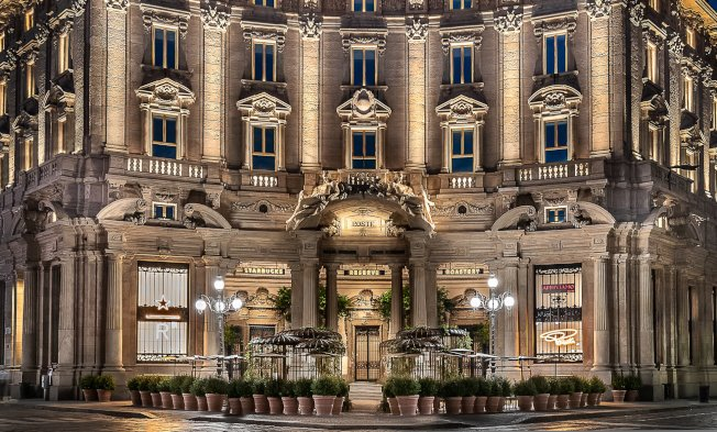 星巴克義大利首家門市外觀設計相當優雅大氣。 取材自臉書