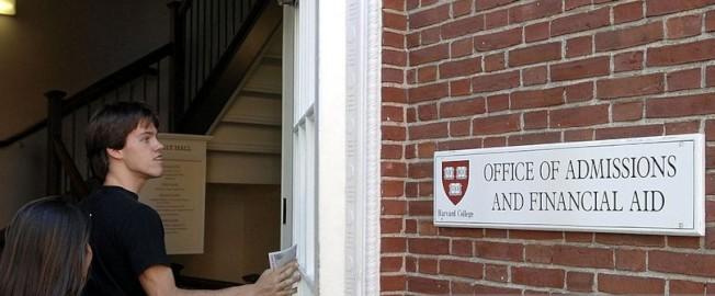 各大學的入學許可標準不一。(Getty Images)