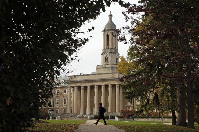 大學學費對學生與家庭都是筆負擔。圖為賓州州立大學校景。(美聯社)