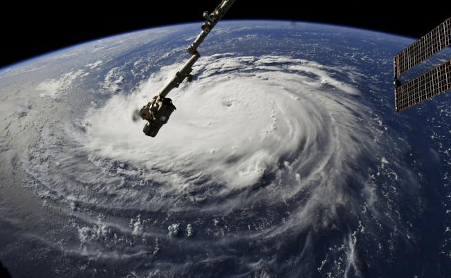 NASA在10日公布最新的四級颶風「佛羅倫斯」的衛星空拍圖,顯示這個颶風面積廣大,風速強大,對東岸將造成極大威脅。(美聯社)