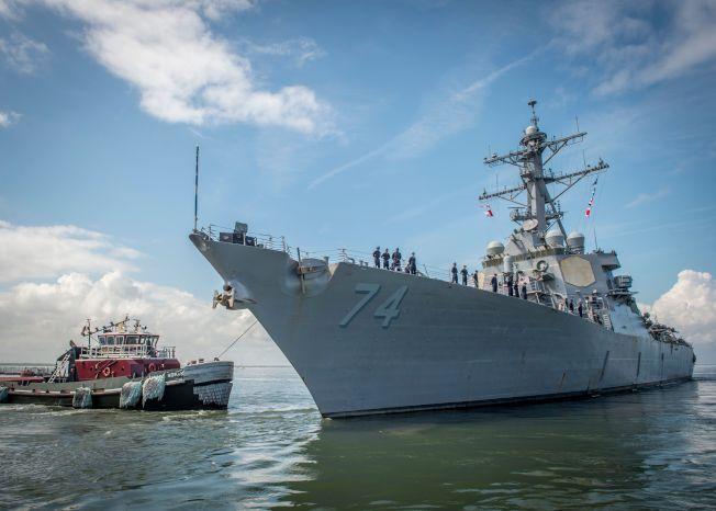 位於維州諾福克軍港的海軍艦隊都已奉命離港,到大西洋上徘徊,躲避四級颶風「佛羅倫斯」。圖為導彈驅逐艦USS McFaul (DDG 74) 10日正在離港。(歐新社)