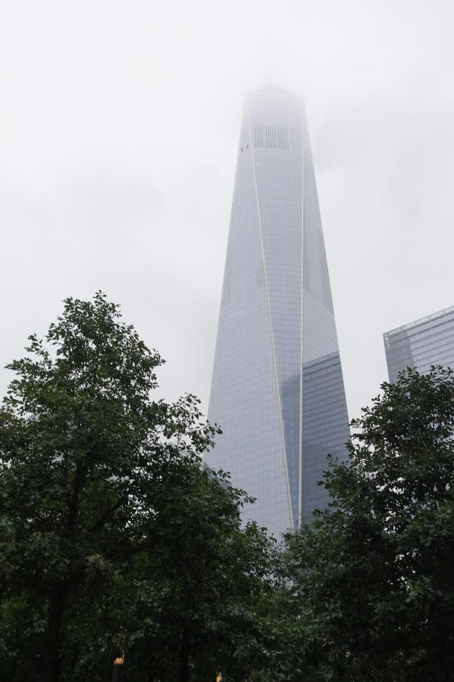 雲霧籠罩的世貿大廈。(記者金春香/攝影)
