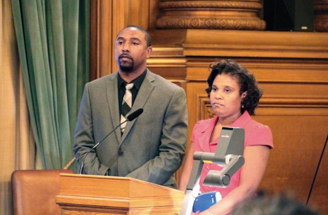 布魯達和泰勒(右)最終獲得委任進入警察委員會。(記者李晗╱攝影)