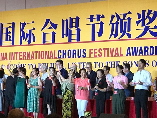 紐約中國民歌藝術合唱團和海韻合唱團日前聯合組團,到北京參加第14屆國際合唱節比賽,成績喜人。(甘台甯提供)