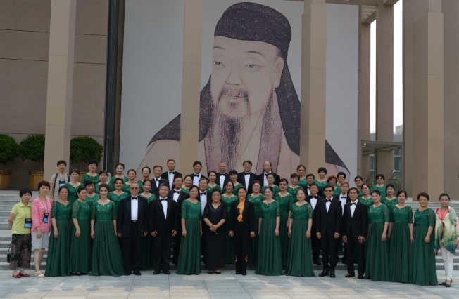 紐約中國民歌藝術合唱團和海韻合唱團日前聯合組團到北京參加第14屆國際合唱節比賽,成績喜人。(甘台甯提供)