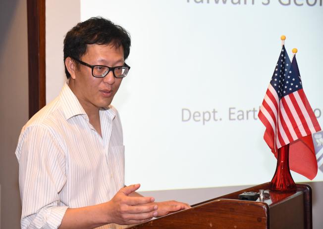 應休台姊妹會之邀出席演講的萊斯大學地球科學部主任李欣地。(特約記者謝慕舜/攝影)