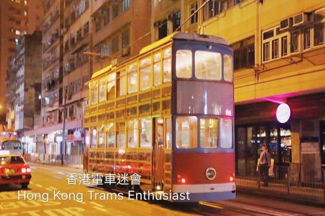 11日晚10時左右,新款電車外出「試車」。(取材自香港電車迷)