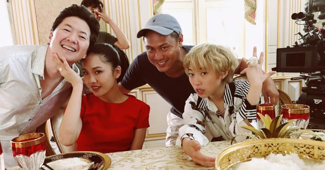 導演朱浩偉(右二)與演員鄭肯(左起)、吳恬敏、奧卡菲娜。(取材自Instagram)