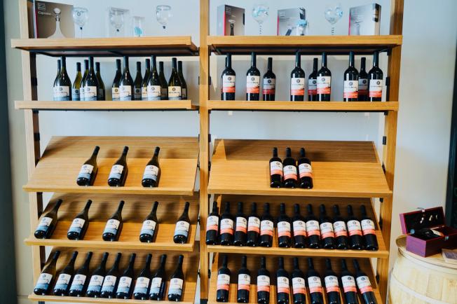 餐廳的葡萄酒架。(記者陳開/攝影)