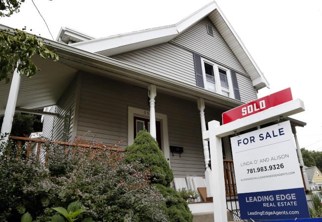 美國經濟復甦成長,中產家庭獲益有限。房市貸款利率在緩升。(美聯社)