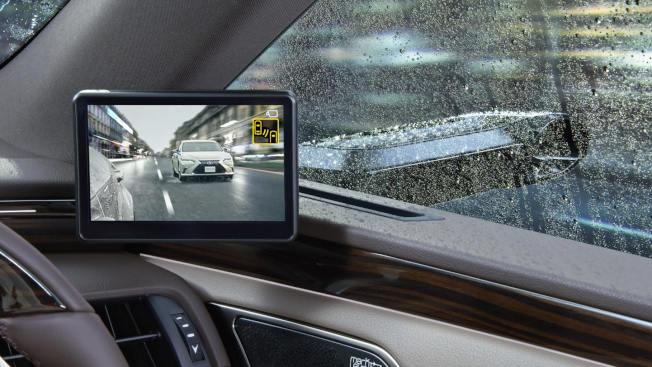 高階Lexus將配備兩側後視攝影系統。(取材自官網)