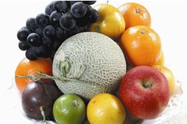 蘋果、香蕉、梨子、番茄等更性水果,在熟成前別放進冰箱,以免抑制後熟作用,增加腐爛機會。報系資料照片