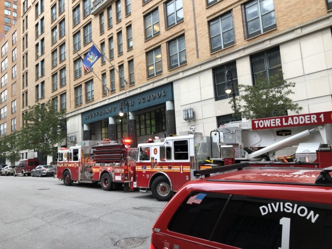 史岱文森高中發生電梯故障,致十人受傷。(記者洪群超/攝影)