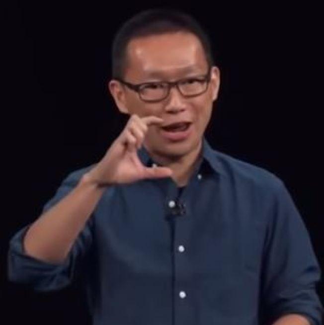 港青李景輝登上蘋果大舞台,稱香港之光。(截圖自YouTube)