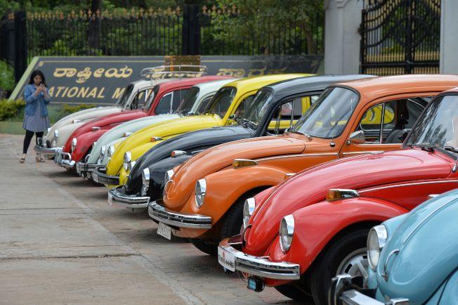 福斯汽車公司宣布金龜車將停產。圖為今年6月在墨西哥市舉行的世界金龜車日活動上展示的原型金龜車。(Grtty Images)