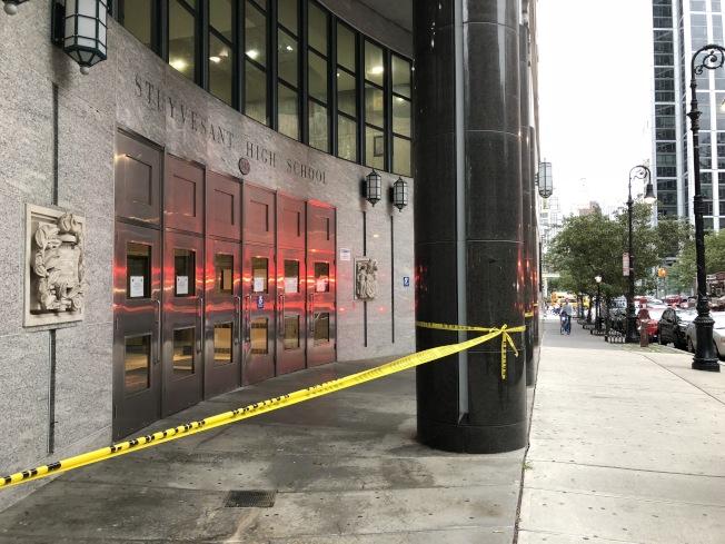 史岱文森高中發生扶梯事故,十人受傷。(記者洪群超/攝影)
