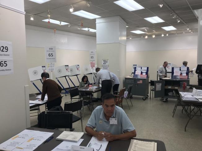 華埠孔子大廈投票站的投票率,預計將超過20%,遠超全市初選平均水平。(記者和釗宇/攝影)