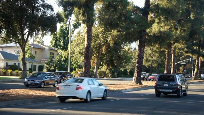 案發區域有豪宅,且位於主幹道附近,平时車流不小。(記者陳開╱/攝影)