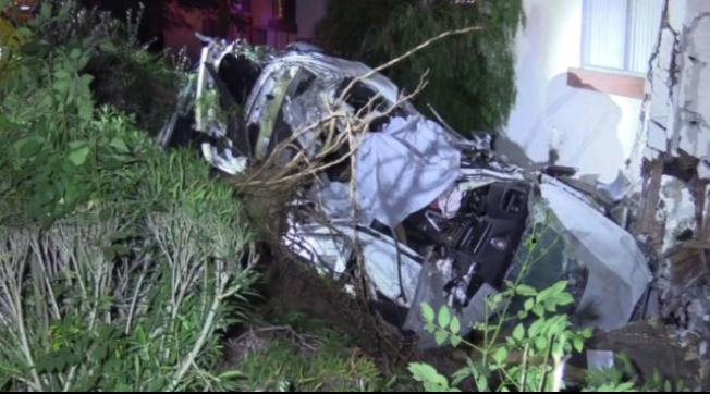 發生車禍的寶馬汽車,車上包括兩名中國公民,車內三名華人兩死一重傷。(NBC4)