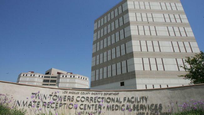 洛縣警局長麥唐諾宣布,不會提早釋放涉及槍支犯罪案件犯人。圖為洛縣警局所屬的雙塔監獄。(洛杉磯時報)