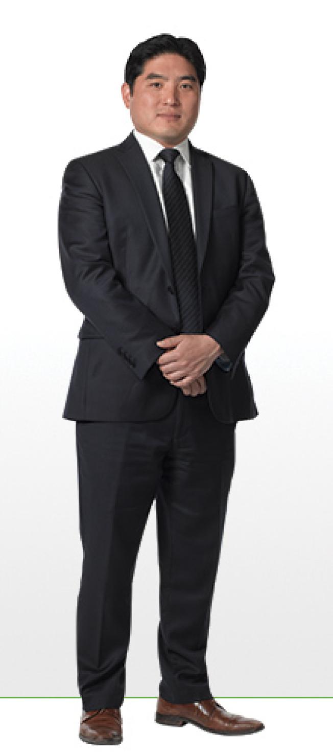 李史蒂芬在長島Farrell Fritz律師事務所擔任律師。(取自Farrell Fritz網站)