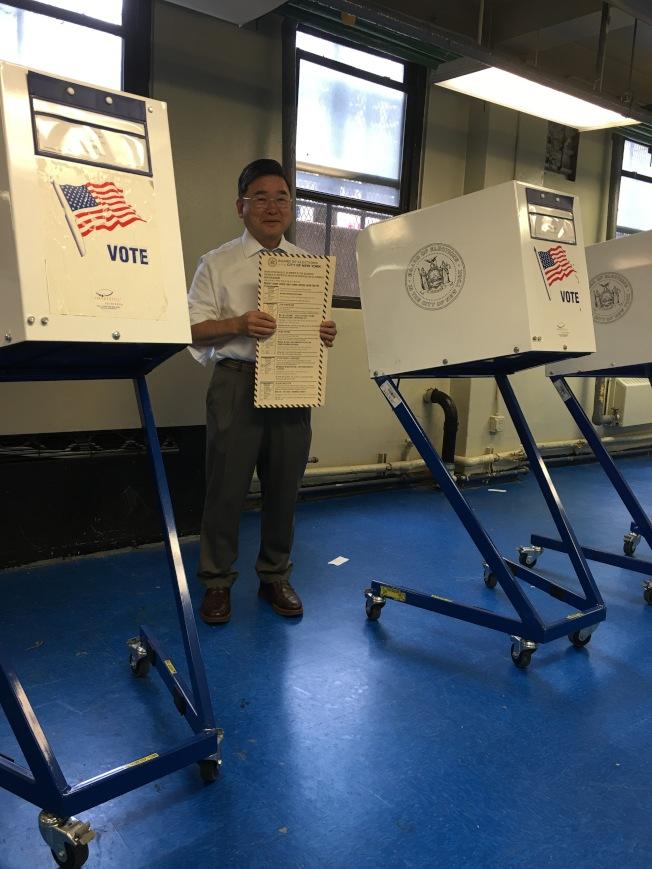 顧雅明在布蘭德屋投票。(顧雅明辦公室提供)