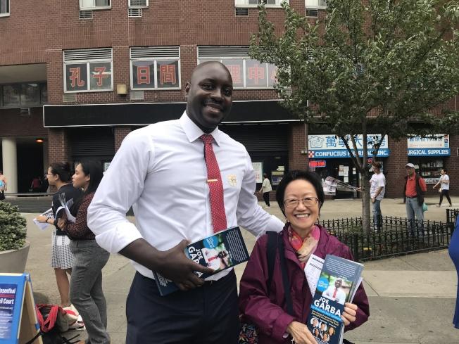 周康保表示,希望更多華人出來投票。(記者和釗宇/攝影)