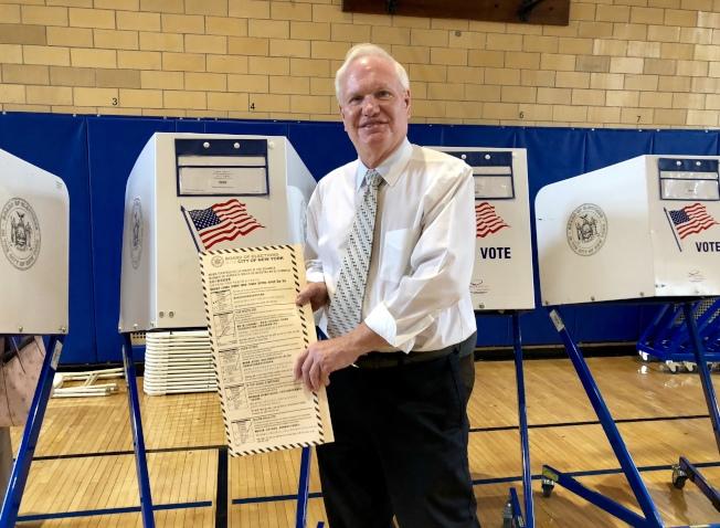 艾維樂在白石鎮的投票站投票。(記者朱蕾/攝影)