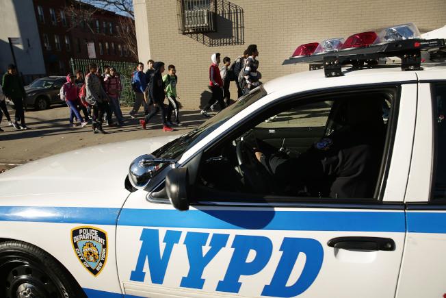 紐約市七名警員被控包娼庇賭的案件中,其中有兩名警員甚至以警方機密情報換取折扣性服務。(Getty Images)