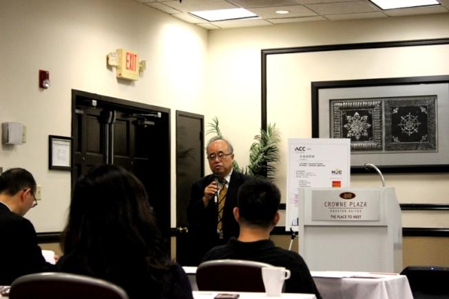 領銜講師李雄向大家介紹第三期的課程和講師內容。(記者盧淑君/攝影)