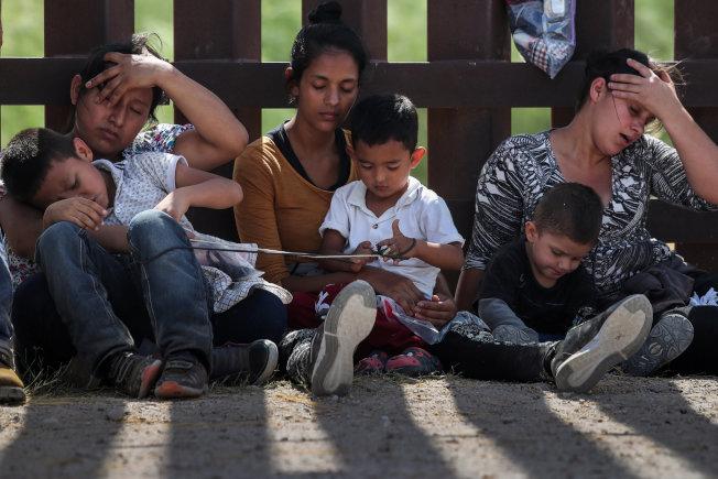 川普政府新規定被拆散的非法移民家長,可獲二次庇護面試。(路透)