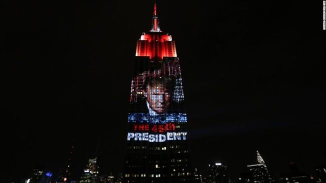 紀錄片「華氏119」帶大家回顧兩年前瘋狂的美國大選,解釋川普勝出的原因。(Briarcliff Entertainment圖片)