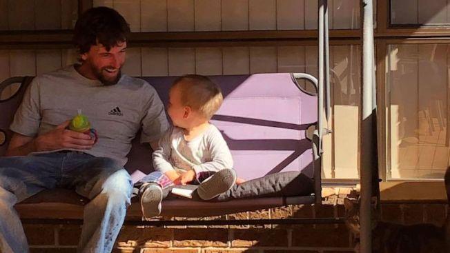 澳洲一名男子連打20個噴嚏後倒地死亡,錯過了兒子在父親節給自己的擁抱。取材自9news