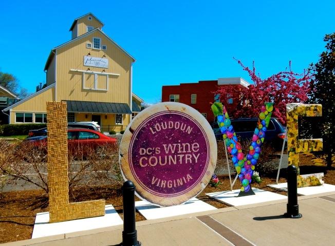 勞登郡新移民人口多,最近20年葡萄酒莊也增加不少,有「華府酒鄉」(DC's Wine Country)之稱。(VisitingLoudoun.org)