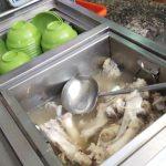 大骨湯呈乳白色是豐富鈣質?醫師戳破幻想