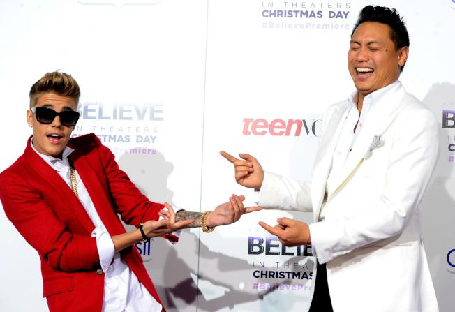 電影「瘋狂亞洲富豪」導演朱浩偉曾執導知名加拿大流行歌手小賈斯汀(Justin Bieber,左)的兩部紀錄片。(Getty Image)