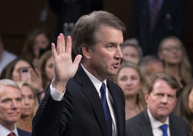 卡瓦諾上周在參院司法大委員會上提名聽證上宣誓。(Getty Images)