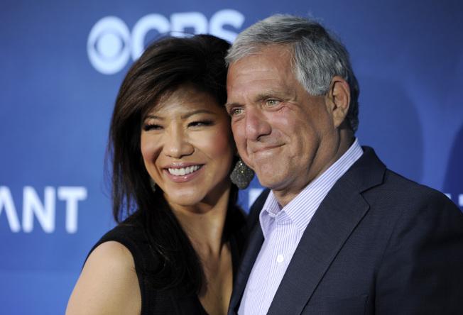 前任哥倫比亞廣播公司(CBS)執行長穆恩維斯(右)遭控性騷擾的一周之後,他的華裔女主播妻子陳曉怡(左)宣布,即起卸下晨間脫口秀節目「談話」(The Talk)主持棒。美聯社