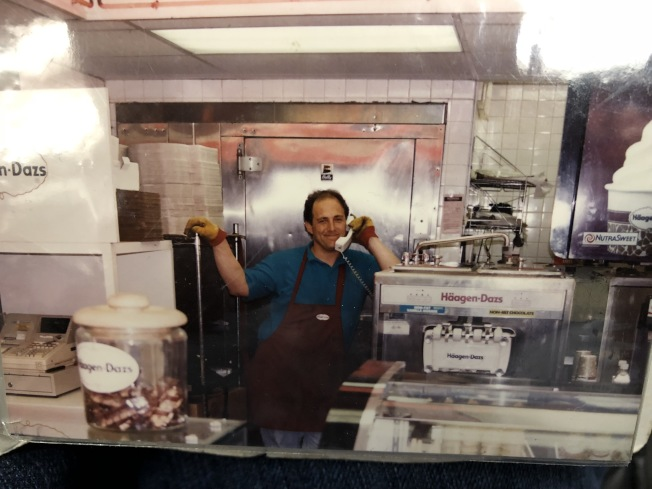 華埠哈根達斯門市店是該品牌在曼哈頓的首家門市店,持續經營了41年後將在11月底關門。(劉鋒焰提供)