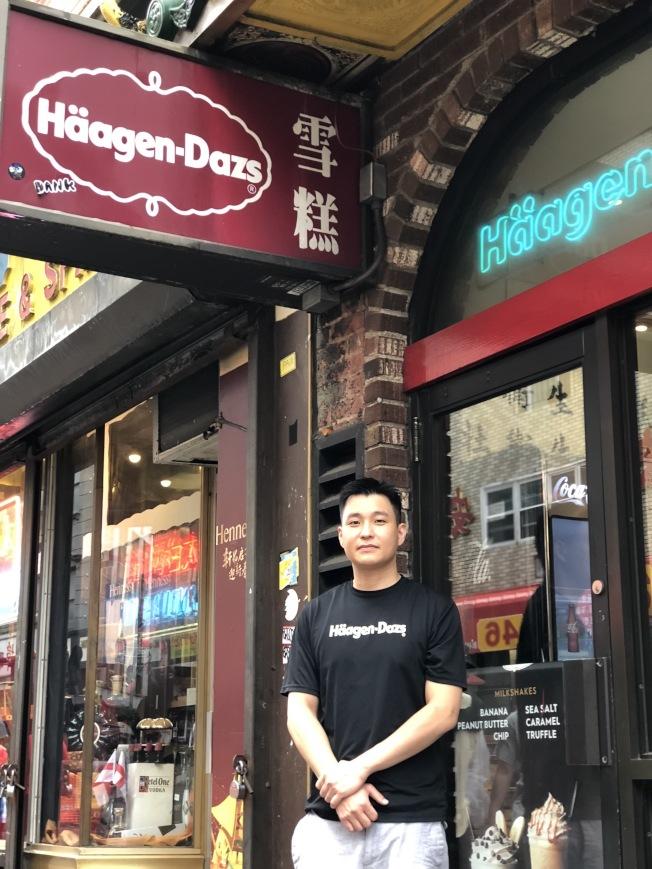 現任經理劉鋒焰對該店將結束41年經營頗為不捨。(記者洪群超/攝影)