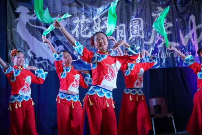 民俗舞蹈表演。(南海岸中華文化協會提供)