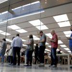 新iPhone排隊人潮變短  為何蘋果不用怕?