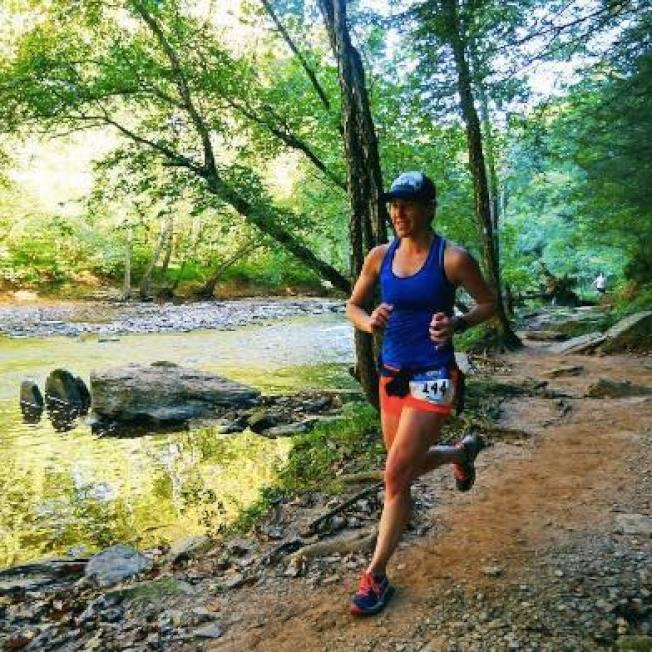 金柏莉.瓦翠克原本搭地鐵上班,因地鐵整建計畫讓她開始慢跑通勤,圖為她平日練跑。(Kimberly Wattrick臉書)