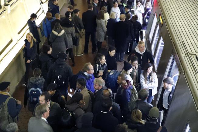 華盛頓特區畫廊-華埠站有許多乘客上下車,華盛頓地鐵經常傳有誤點、故障。(美聯社)