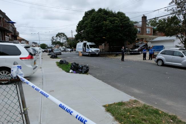 市警109分局警員封鎖案發地點附近街區進行調查。(記者曹健╱攝影)